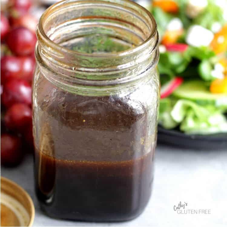 Mason jar of balsamic vinaigrette