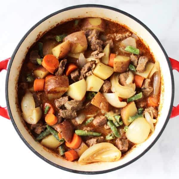 beef and vegetable stew for beef pot pie filling in pot